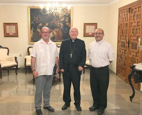 Presidente Mensajeros de la Paz Jordania con el Obispo de Jaén