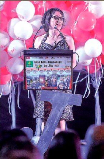 Paqui Fuentes tras recoger el premio Popular del Año 2017 en nombre de Edad Dorada Andalucía