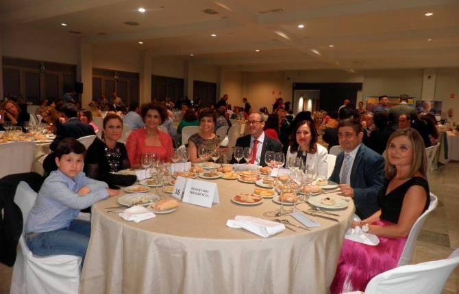 Cena solidaria Edad Dorada Mensajeros de la Paz: mesa de la presidencia